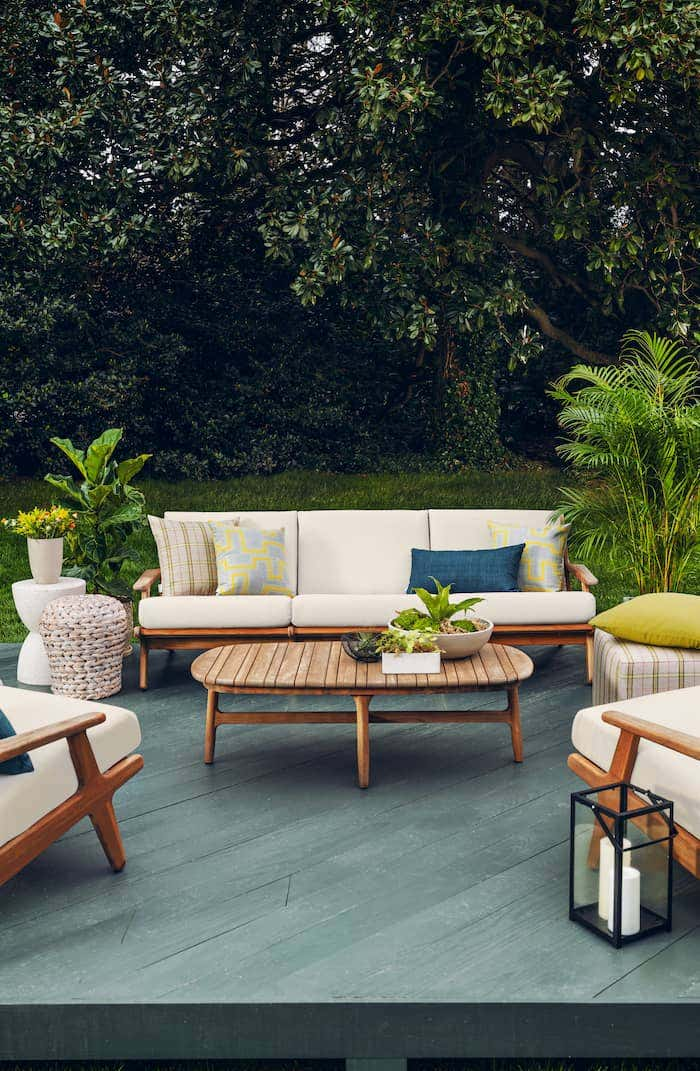Bright white Sunbrella fabrics keep your outdoor cushions looking like new.